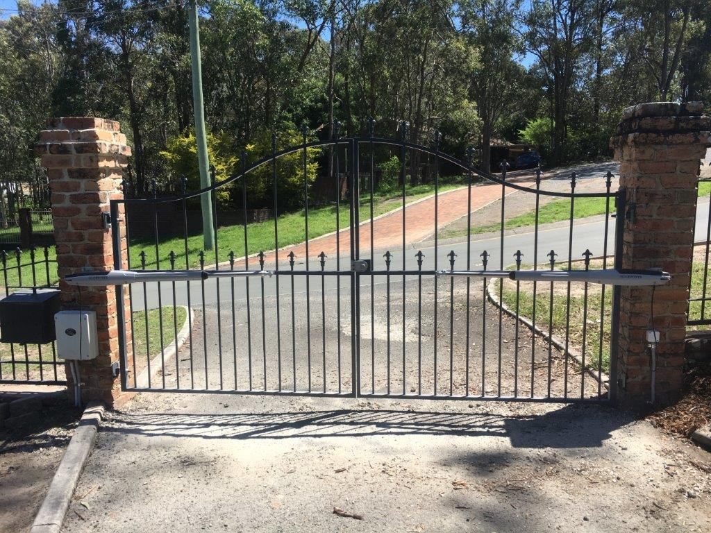 How to choose a swing gates to give